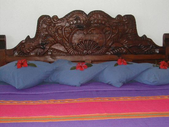Hacienda Eden: The cleaning woman puts hibiscus flowers on the bed every day