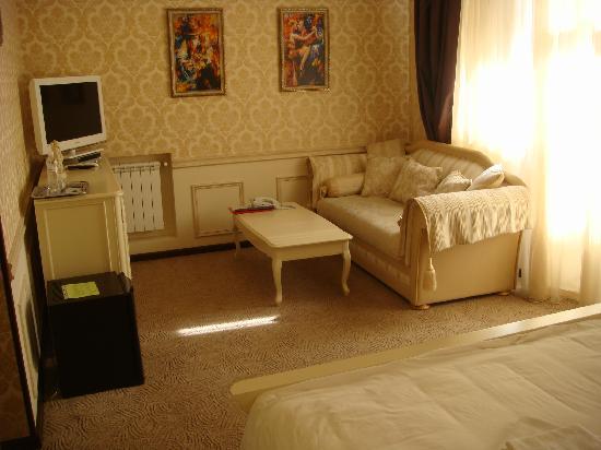 Oselya Kiev: Honeybee dance-Suite- Room 2
