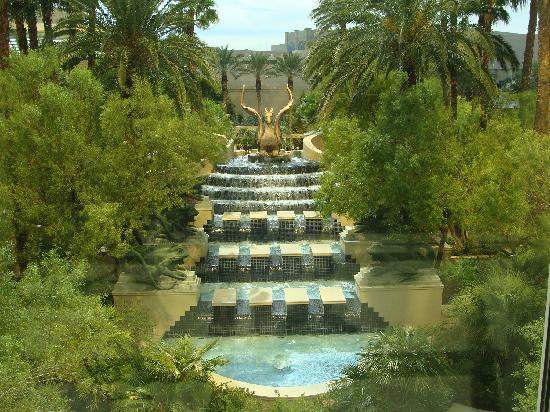 Mandalay Bay Resort & Casino : rivière à courrant, piscine giganstesque ...