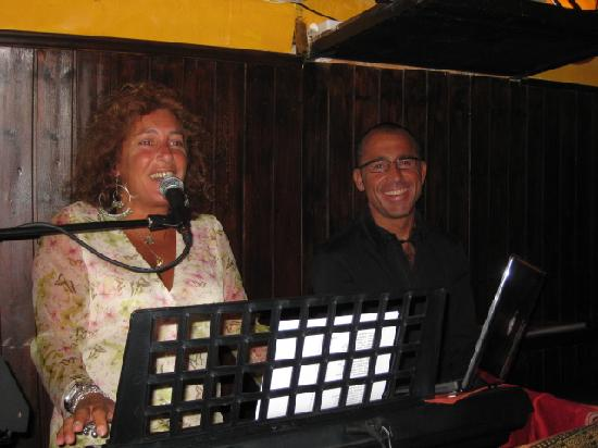 Tiffany Club Sorrento : Pepe joining Alex for a duet, great stuff!