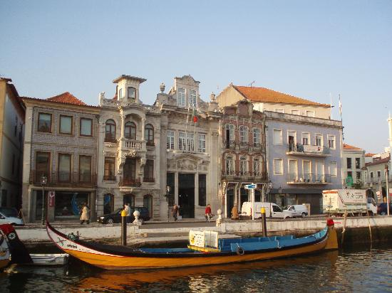 Hotel Moliceiro: AVEIRO, area around the hotel with the traditional boats