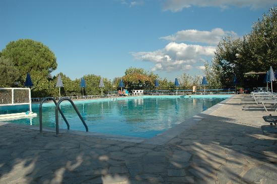 Pela Hotel: Peaceful pool