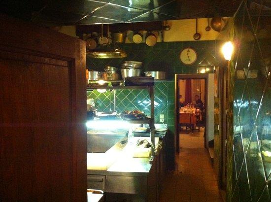 La Mole, França: Weg durch die Küche