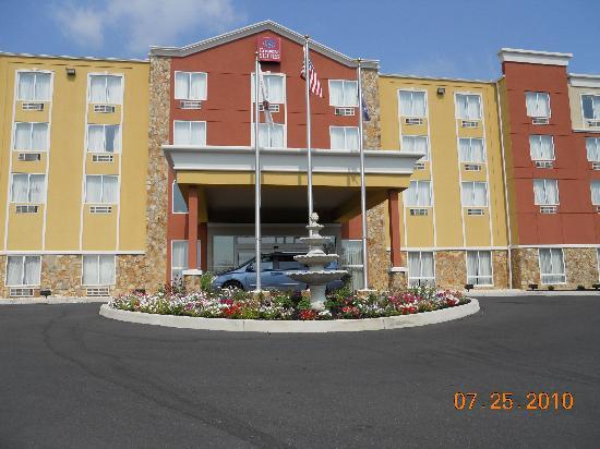 Comfort Suites Gettysburg: Front of hotel