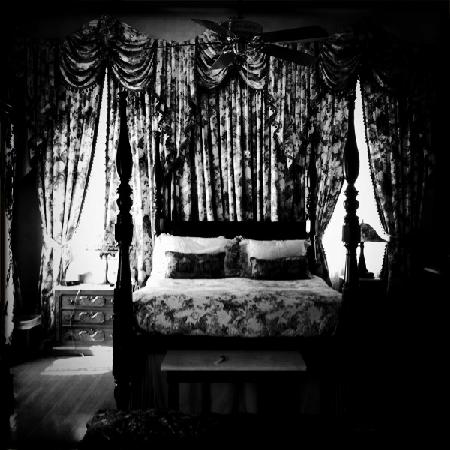 Grand Victorian Bed & Breakfast: bedroom