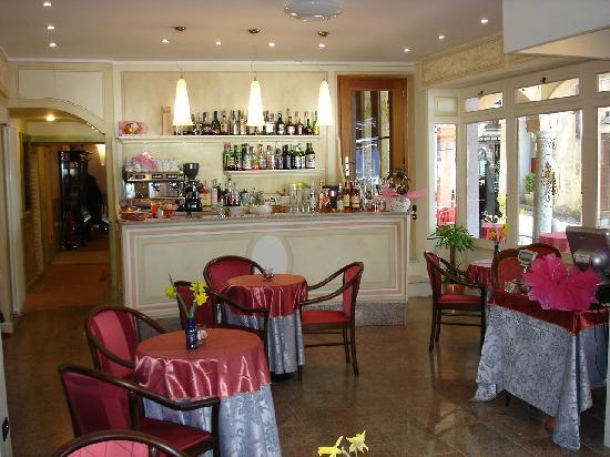 Hotel Leon d'Oro d'Orta: Bar