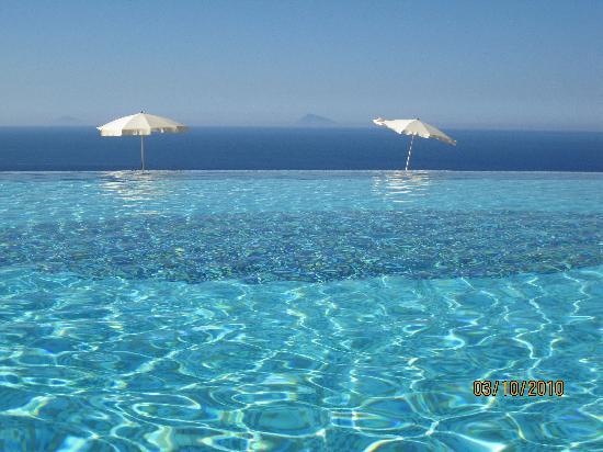 Hotel Avalon Sikanì: Blick über den Pool