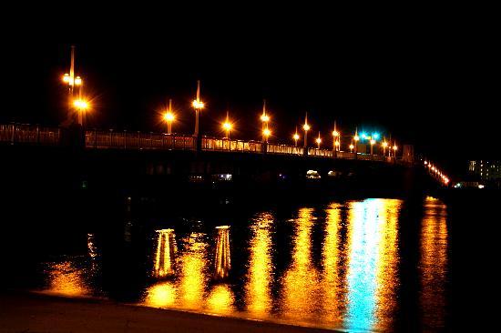 Edgewater Inn: Evening View
