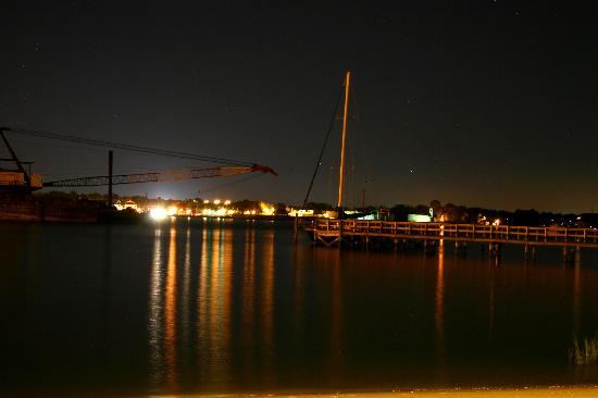 Edgewater Inn: Barge View