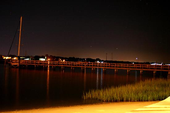 Edgewater Inn: View to RIght
