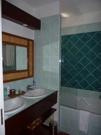 Blue Margouillat Seaview Hotel: Salle de bains
