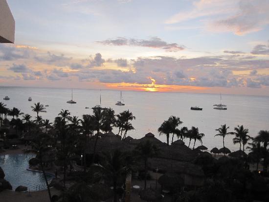 Playa Linda Beach Resort: Sunset from the balcony