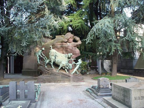 Cimetière Monumental : tipica tomba