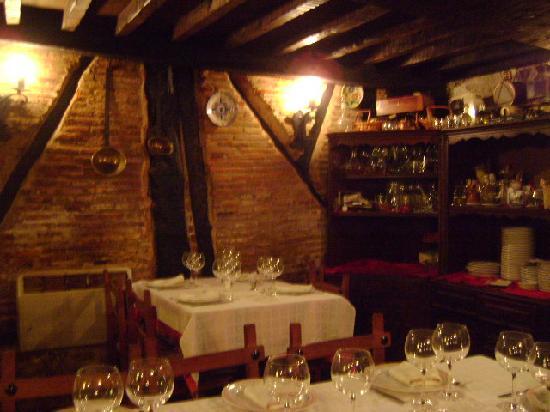 Restaurante la cueva burgos picture of meson la for Restaurante la cueva zamora