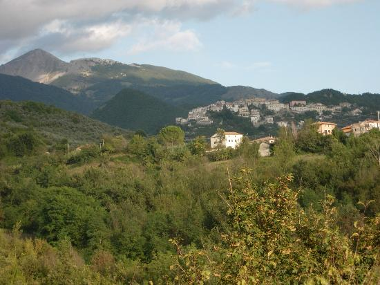 Valle dell'Aquila Country House : View towards Settifratti