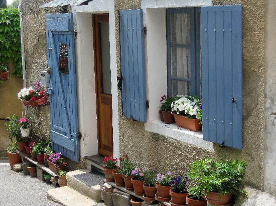 Aix-en-Provence, France : Lourmarin