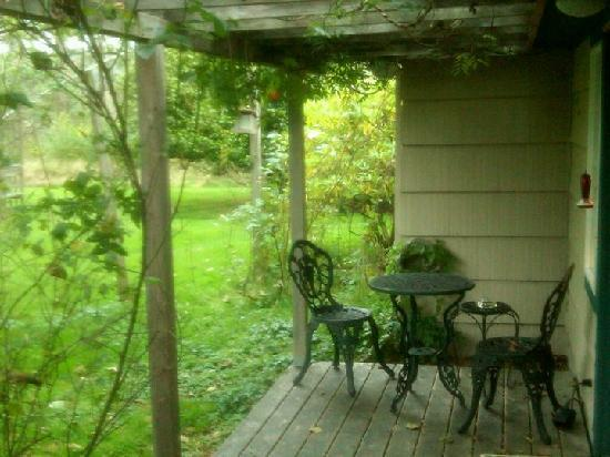Sandlake Country Inn : Private Porch Timbers Suite