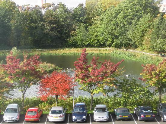 Leonardo Inn Hotel Glasgow West End: A view of the pond (thus the hotel name!) from a front-facing 3rd floor room - nice place for an