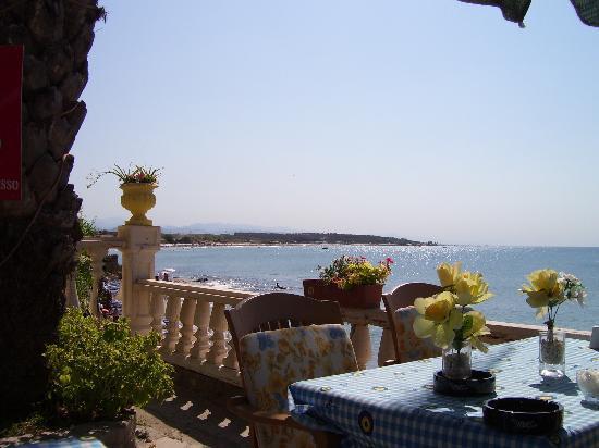 Beach House Hotel: Breakfast Table