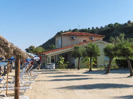 Hotel Club Torre Marino: Blick auf die Strandbar