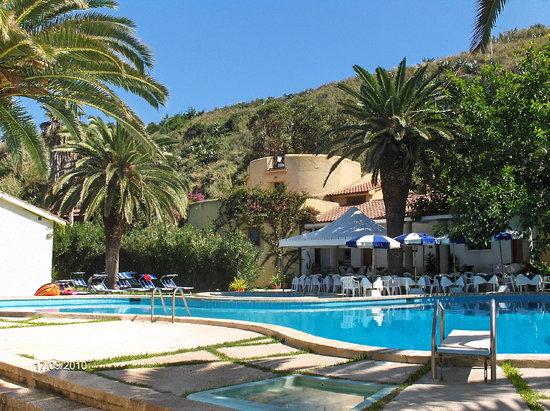 Hotel Club Torre Marino: Pool und Restaurant