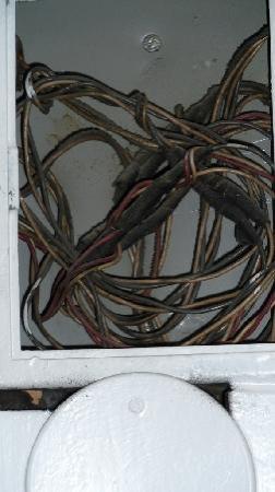 Vinger Hotell & Spa: freiliegende Stromleitungen im Flur