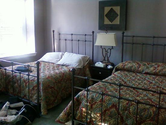 Longwood Inn: Room 27