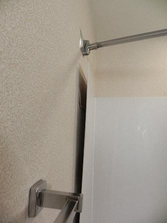 Holiday Inn Express Hotel & Suites: Shower surround falling off wall