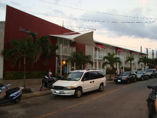 Decameron Los Delfines: fachada del hotel