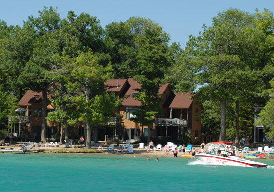 Elk Rapids, MI: View of White Birch Lodge from Elk Lake