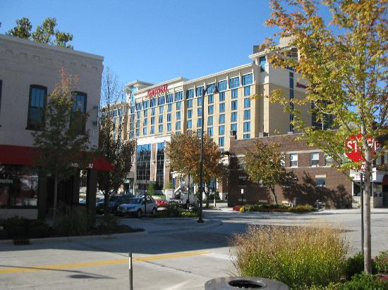 Bloomington-Normal Marriott Hotel & Conference Center: near the hotel area