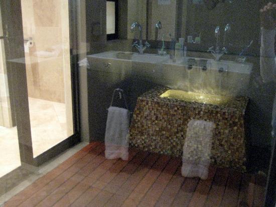93 on Jan Smuts - Lifestyle Hotel