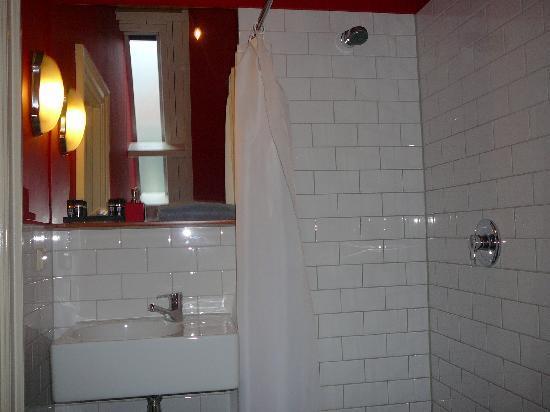 Mauro Mansion : Sink & Shower