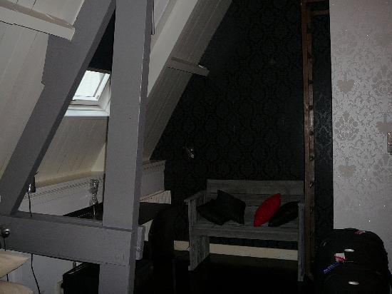 Mauro Mansion: Desk & Bench