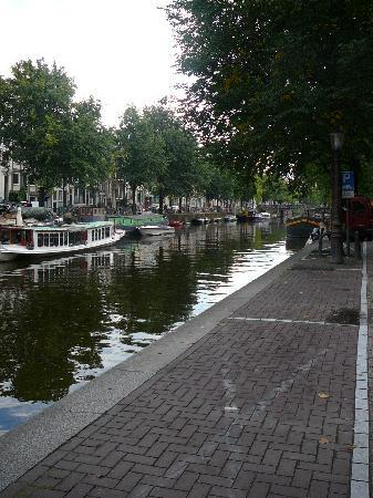 Mauro Mansion: Canal right outside/in front