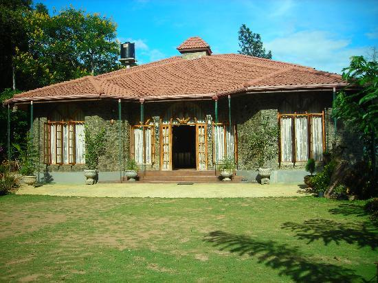 Bandarawela, Sri Lanka: MF Estate Holiday Bungalow fron view