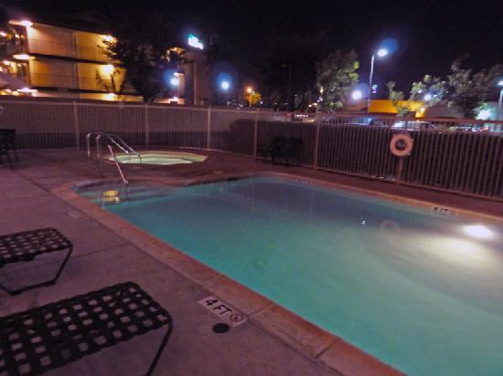 Hampton Inn & Suites Tulare: Pool