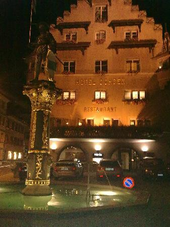 City-Hotel Ochsen Zug: Picture taken from little square before hotel.