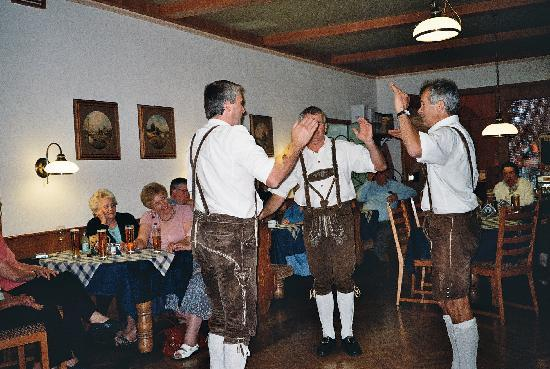 Strandhotel: Local Group entertaining at The Strand