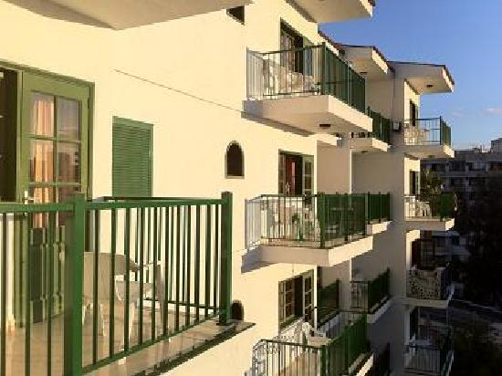 Apartamentos Don Diego: Balcony's are pointed to the south!