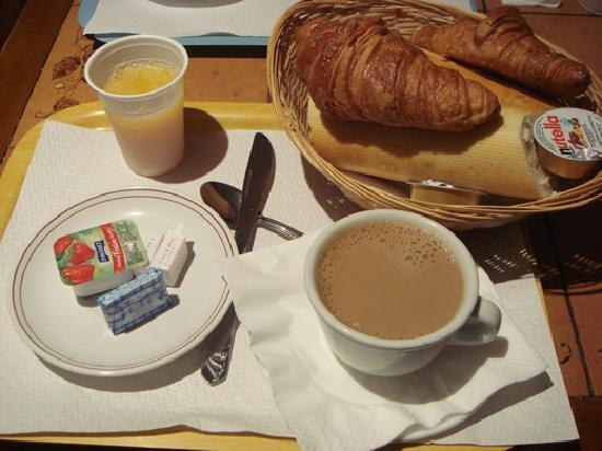 Hotel Altona: シンプルな朝食