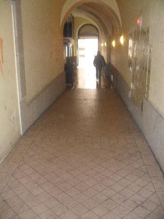 Florianska 33 Apartments House : very dark at night - corridoor to the courtyard