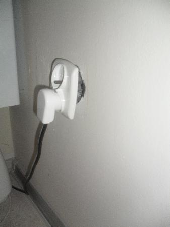 Florianska 33 Apartments House : loose plug socket