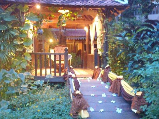 Apsara Angkor Resort & Conference: Romantic cottage