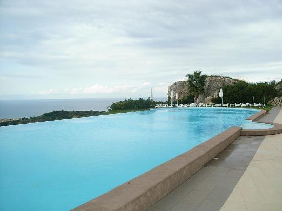 La piscina dell 39 hotel picture of hotel il parco degli for Piscina villafranca