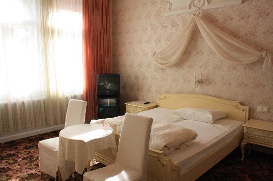 Pension Aviano: room