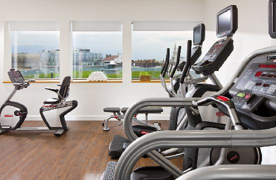 Courtyard Budapest City Center: Hotel gym with a Budapest city view