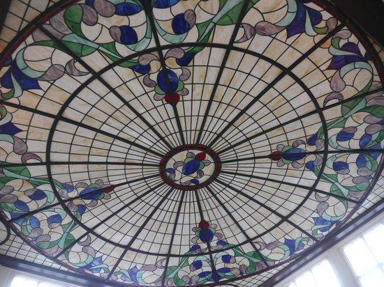 Hotel de Doelen : 階段天井のステンドグラス
