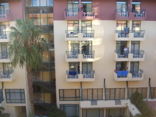 Meryan Hotel : Balkonblick auf die gegenüberliegende Balkone