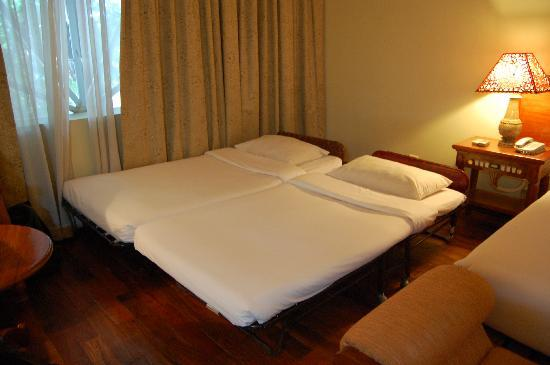 Dragon Royal Hotel: additional bed